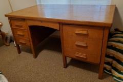 ($75) Wonderful Mid-Century Oak Typewriter Desk (3' x 5'))