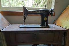 ($25) Singer Sewing Machine