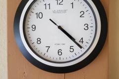 "($15) ""Atomic"" clock - self correcting via radio signals. Like new"