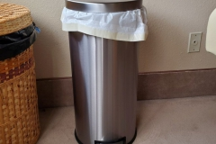 ($10) Like New stainless steel trash can with foot pedal